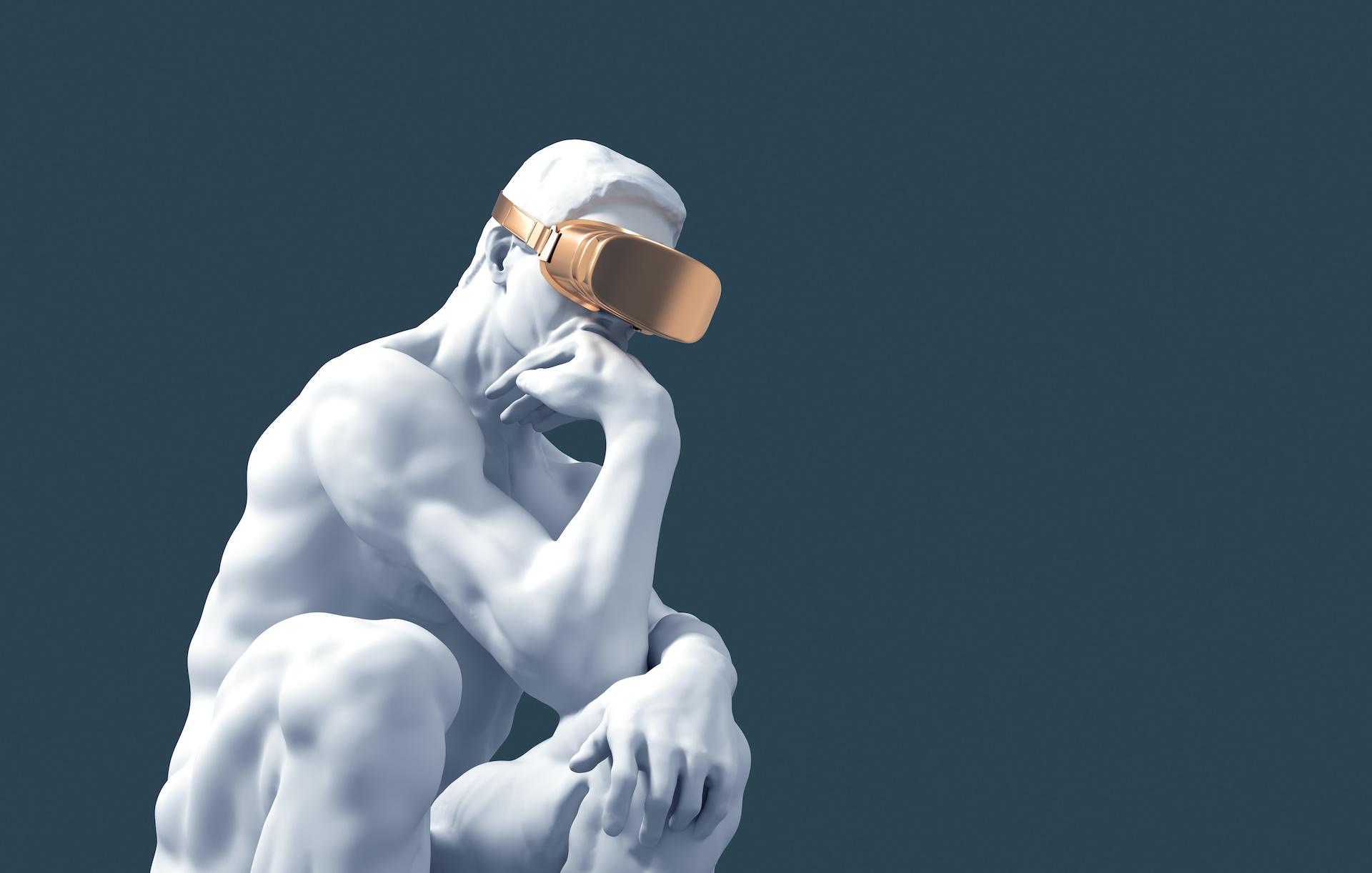 Starozytna rzeźba - postać siedzącej osoby podpierającej głowę ręką ze złotymi goglami VR na oczach.